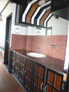 corridor&washbasi